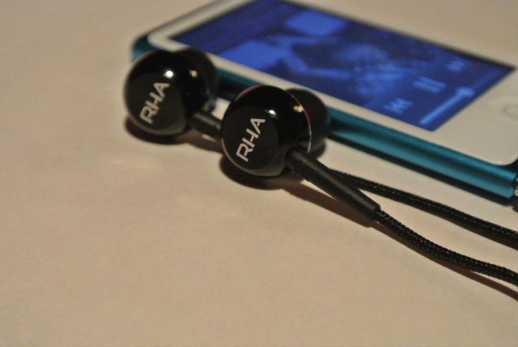 MA450i Earphones and iPod Nano