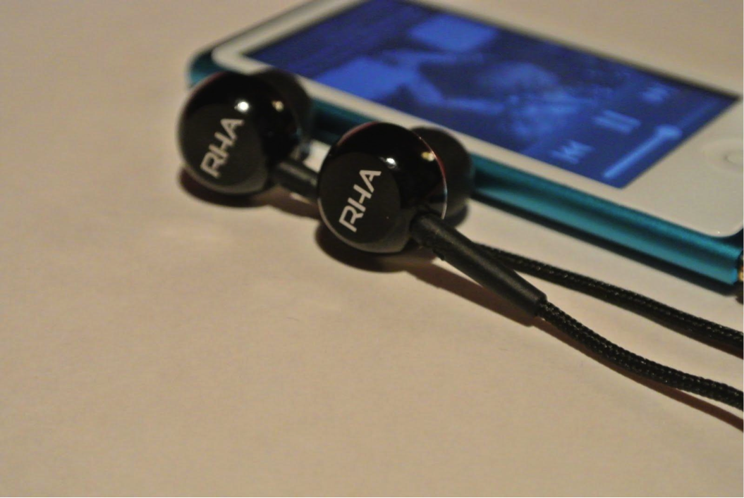 MA450i Earphones and iPod Nano