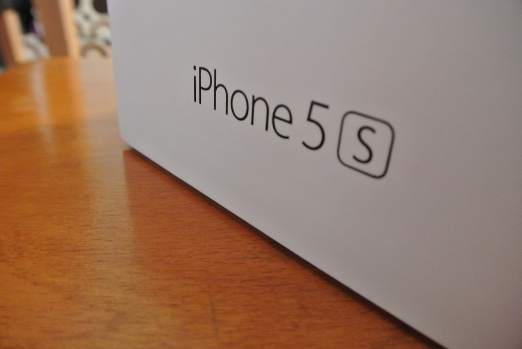 Space Grey iPhone 5s box