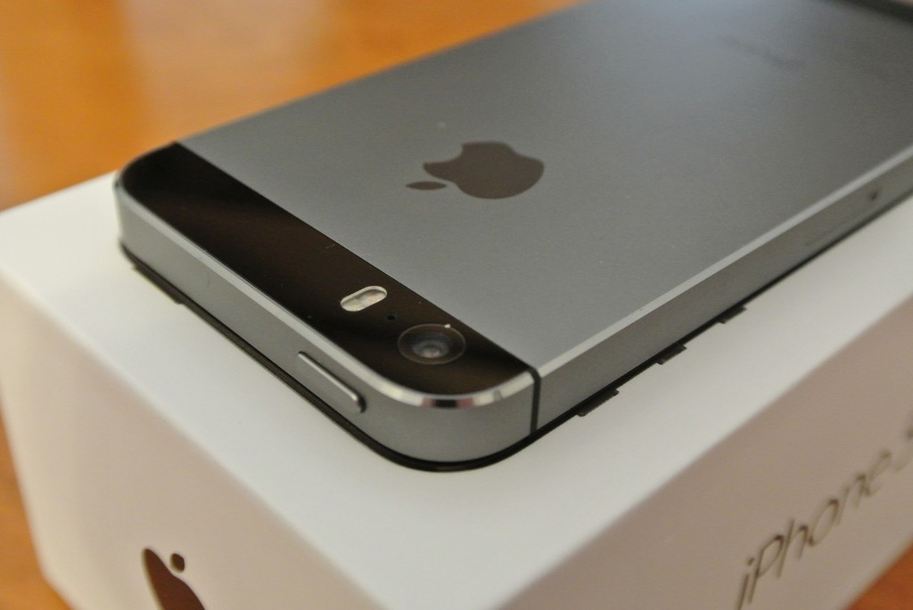 Space Grey iPhone 5s iSight Camera and True Tone flash