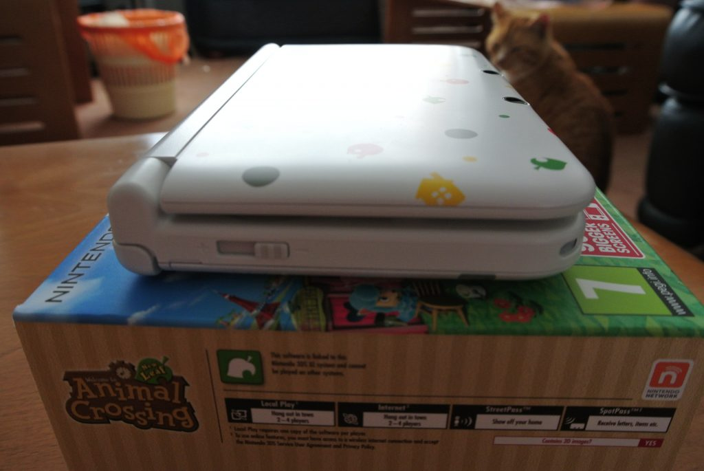 Nintendo 3DS XL Side View On Box