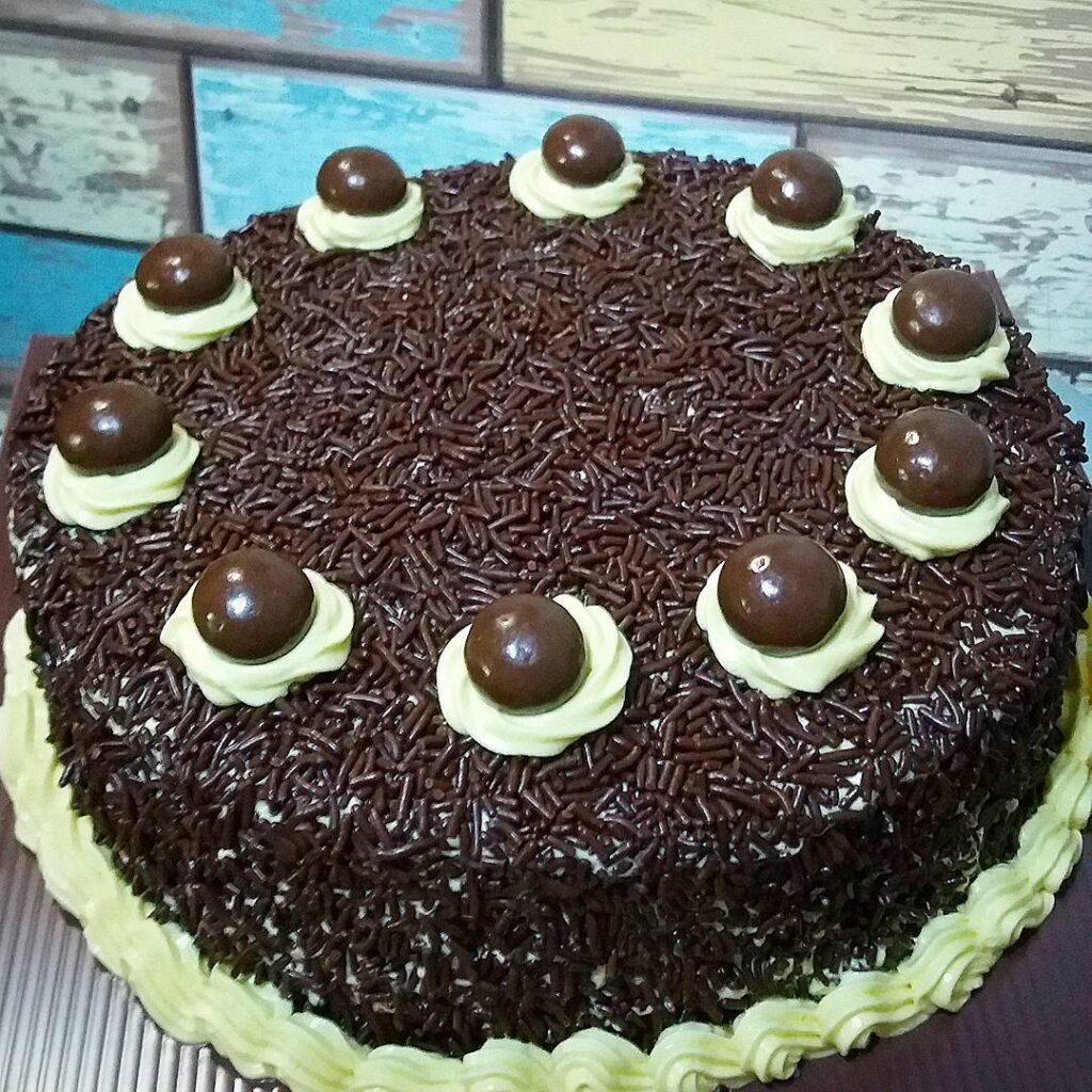 Simple Buttercream Cake by wilyman_kitchen