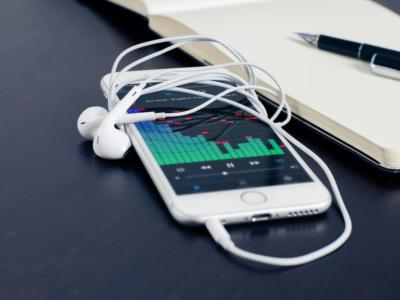 Learning Music With Teacherless Tech