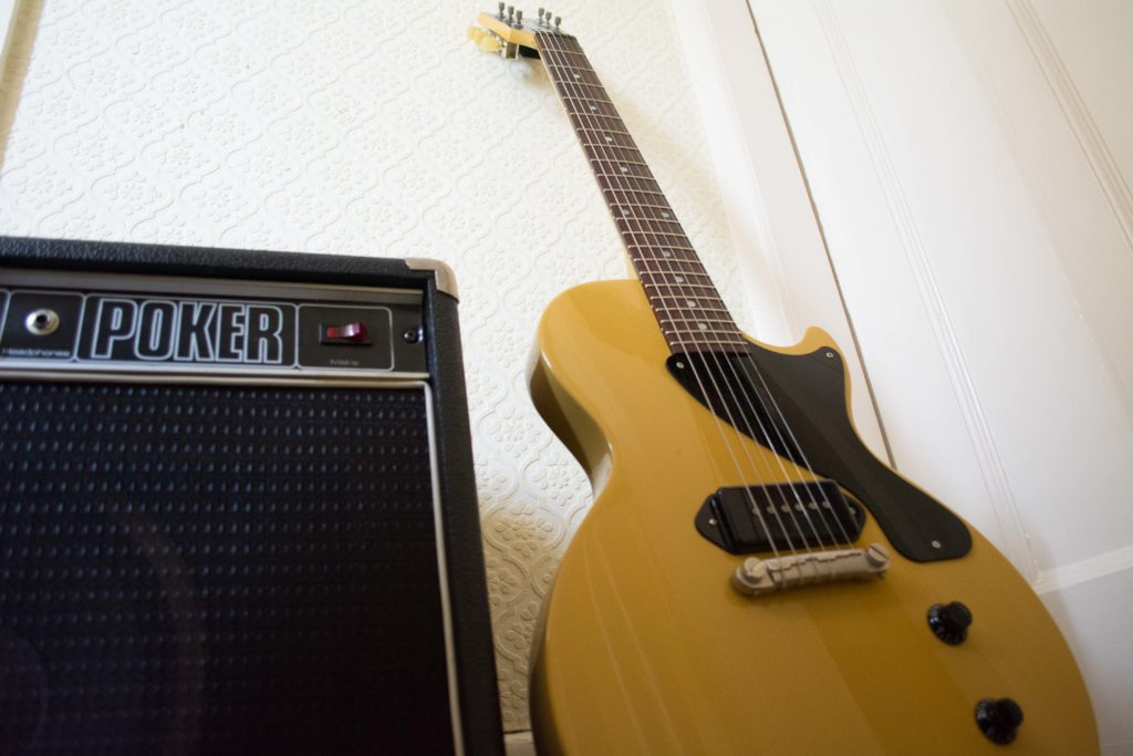 TV Yellow Gibson Les Paul Jr 2015 with Poker Guitar Amp