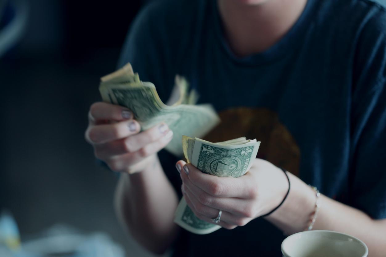 Smart Spender – 5 Simple Tips for Improving Your Spending Habits