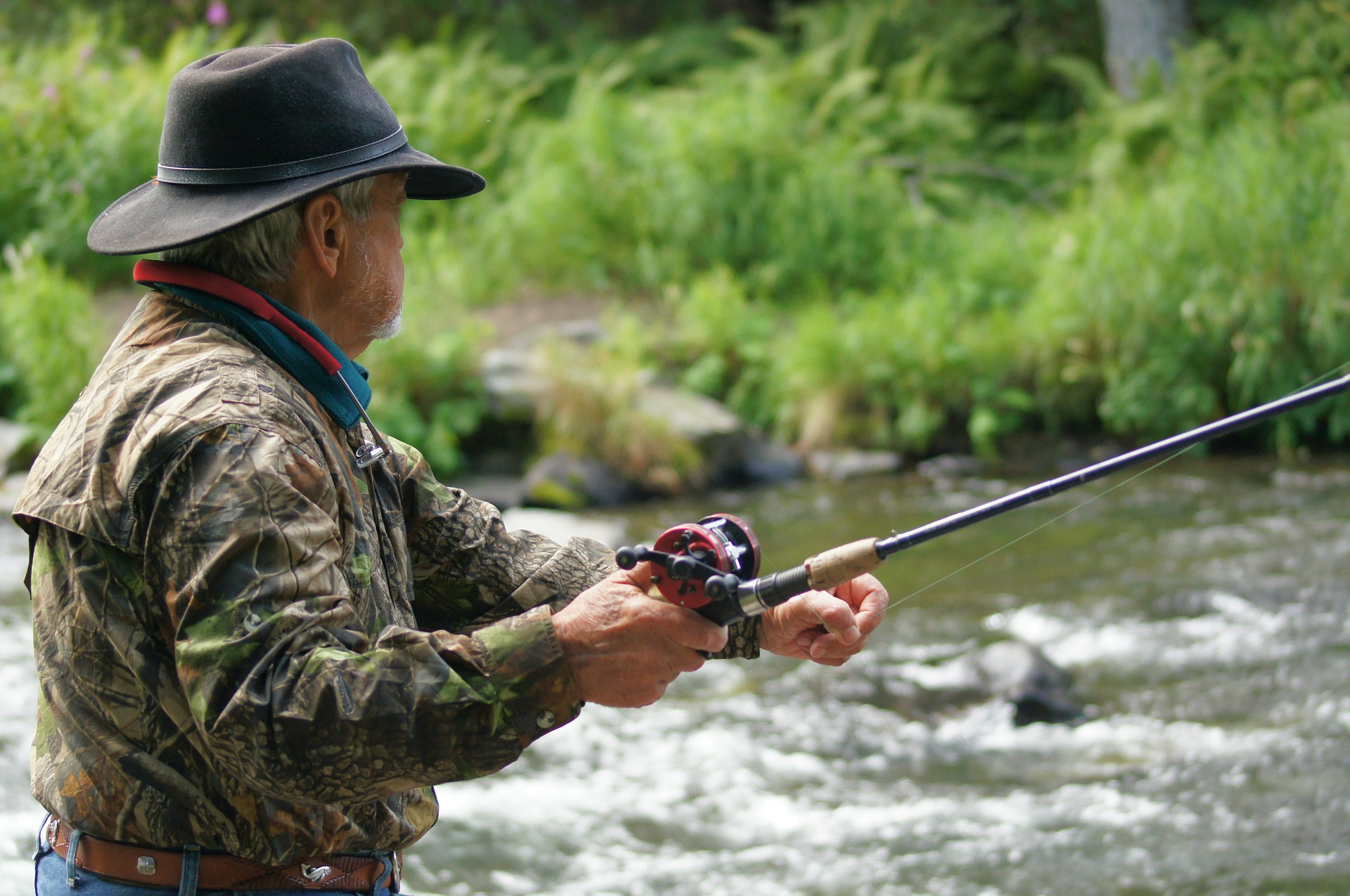 Tips To Keep You Catching Fish During Your Fly Fishing Travels