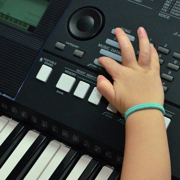 Child using keyboard