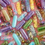Gelatin capsules filled with glitter