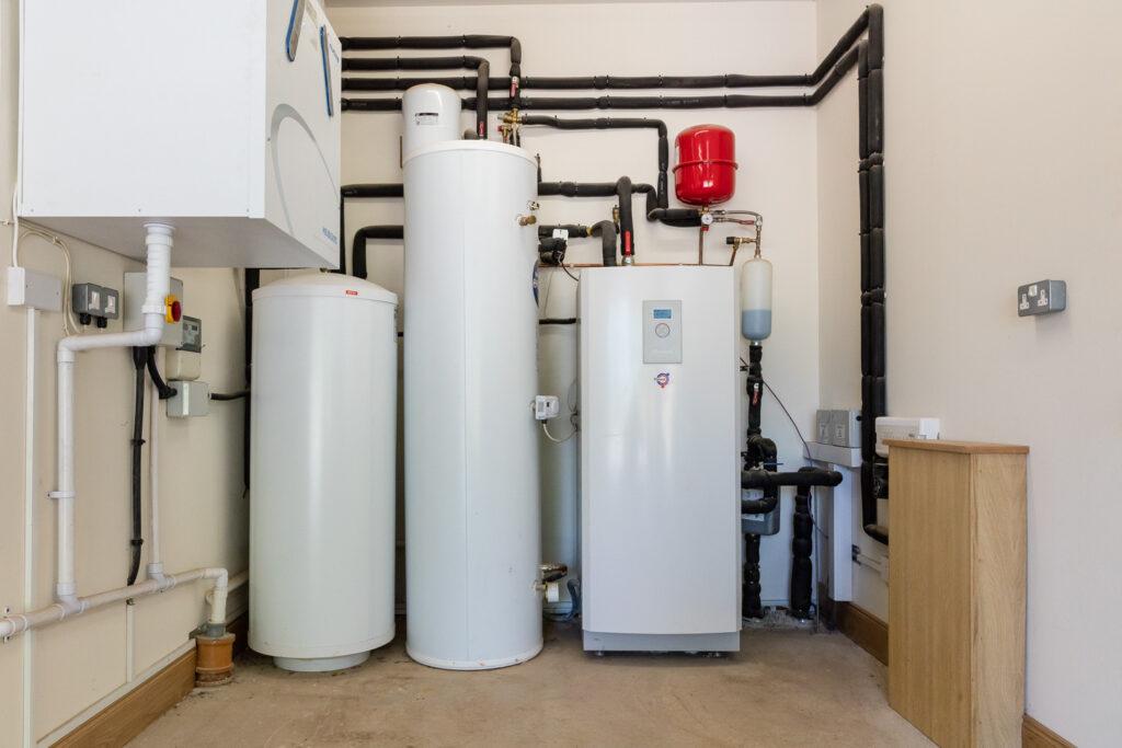 Ground source heat pump for underfloor heating