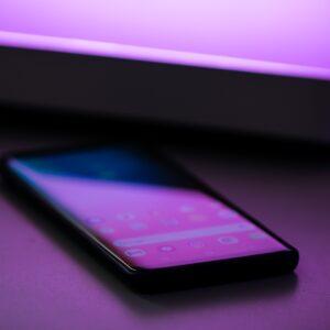 Shallow focus photograph of black smartphone