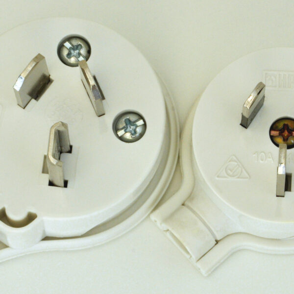 Australian 32 A vs 10 A mains plug