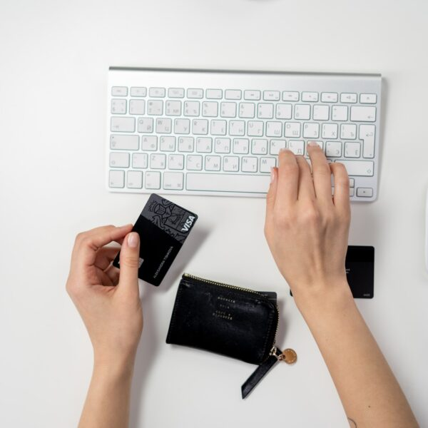 Person with a Visa card using a mouse and keyboard to shop online